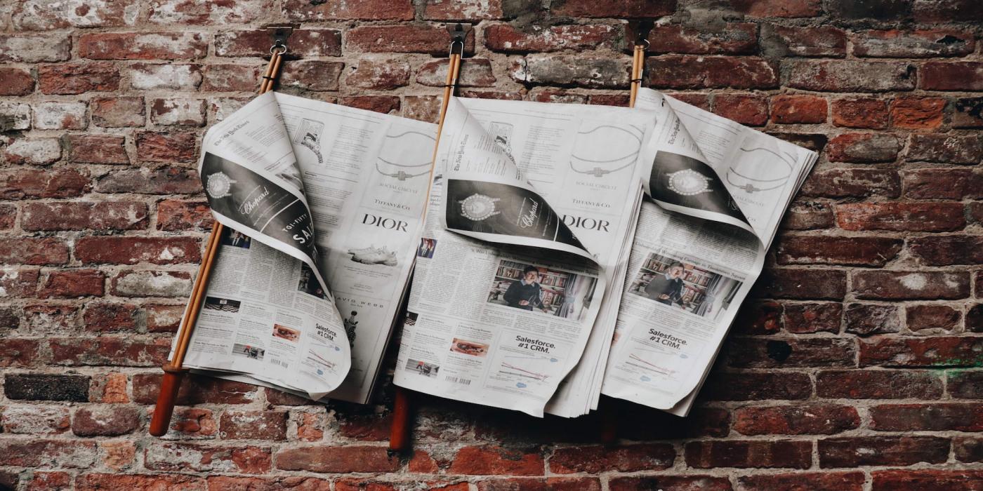 Originální svatební noviny – 13 praktických tipů a triků, jak si vytvořit vlastní!