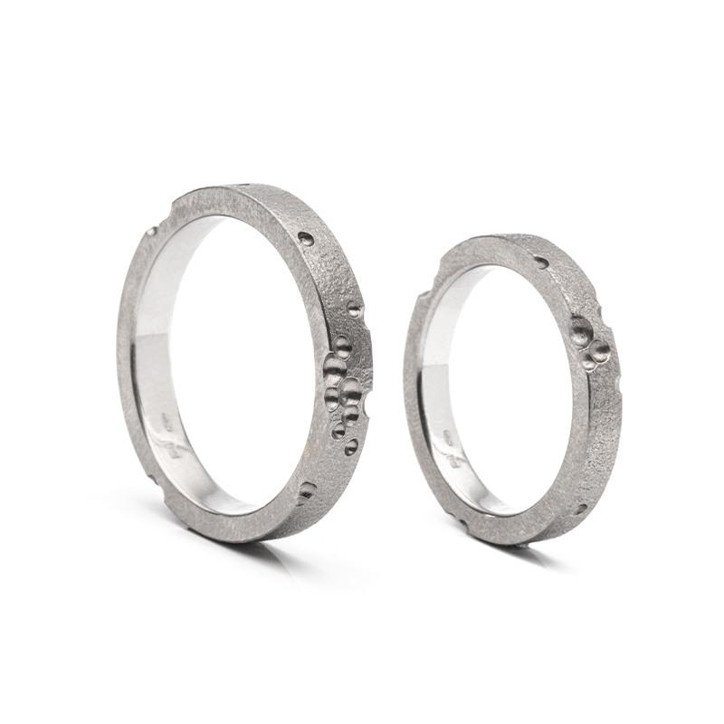 Designové snubní prsteny s měsíčními krátery od Jana Vlasáka