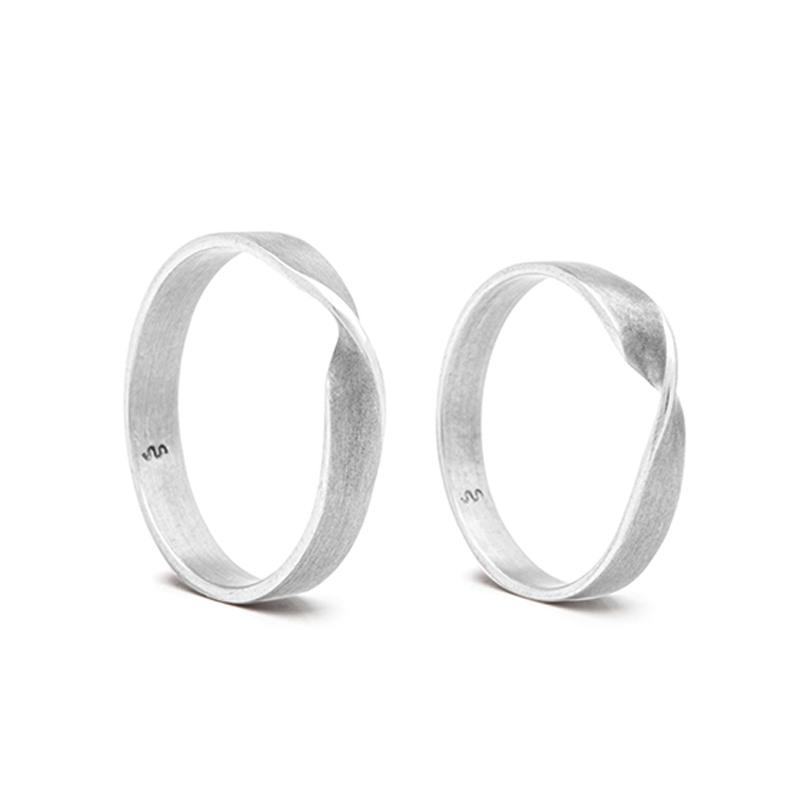 Designové snubní prsteny spojení a souznění od Kláry Šípkové